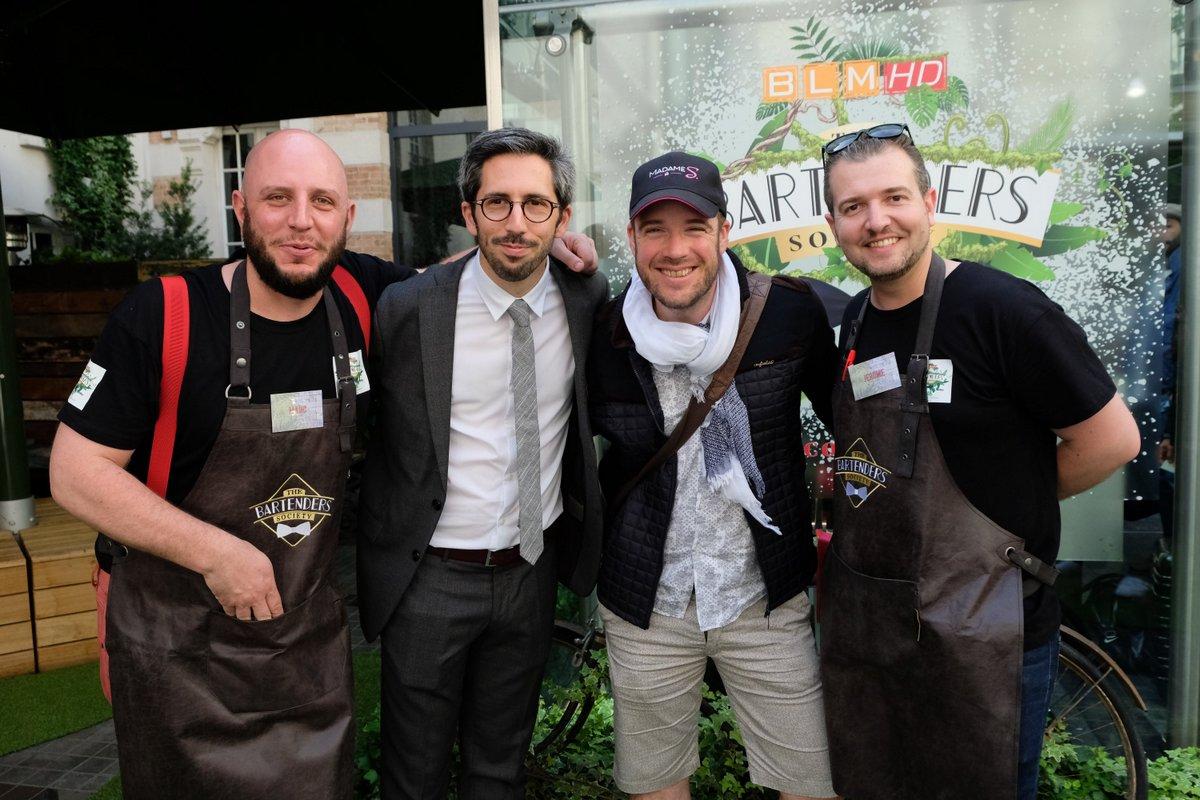 Mathieu vainqueur de l'édition 2017 entouré de Romain le MC et de Marc et Jérome.