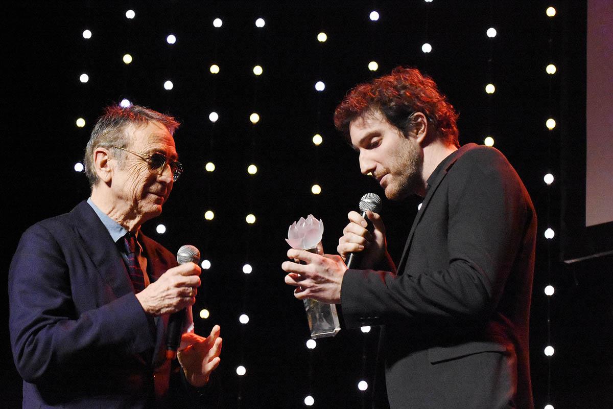 Benjamin Biolay absent Alain Chamfort remet un laurier musique a Alexis Rault de son team