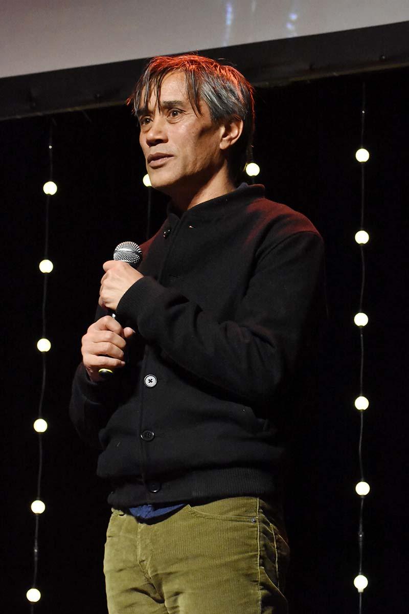 Thierry Thieu Niang recoit Laurier du Best docu pour Une Jeune Fille de 90 ans