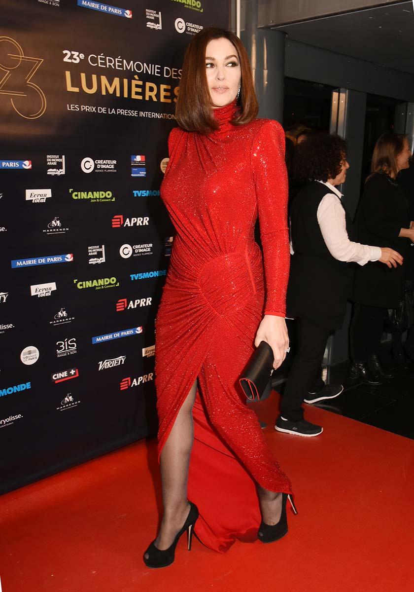 Monica Bellucci dans une robe rouge moins mini mais assurement irreversible