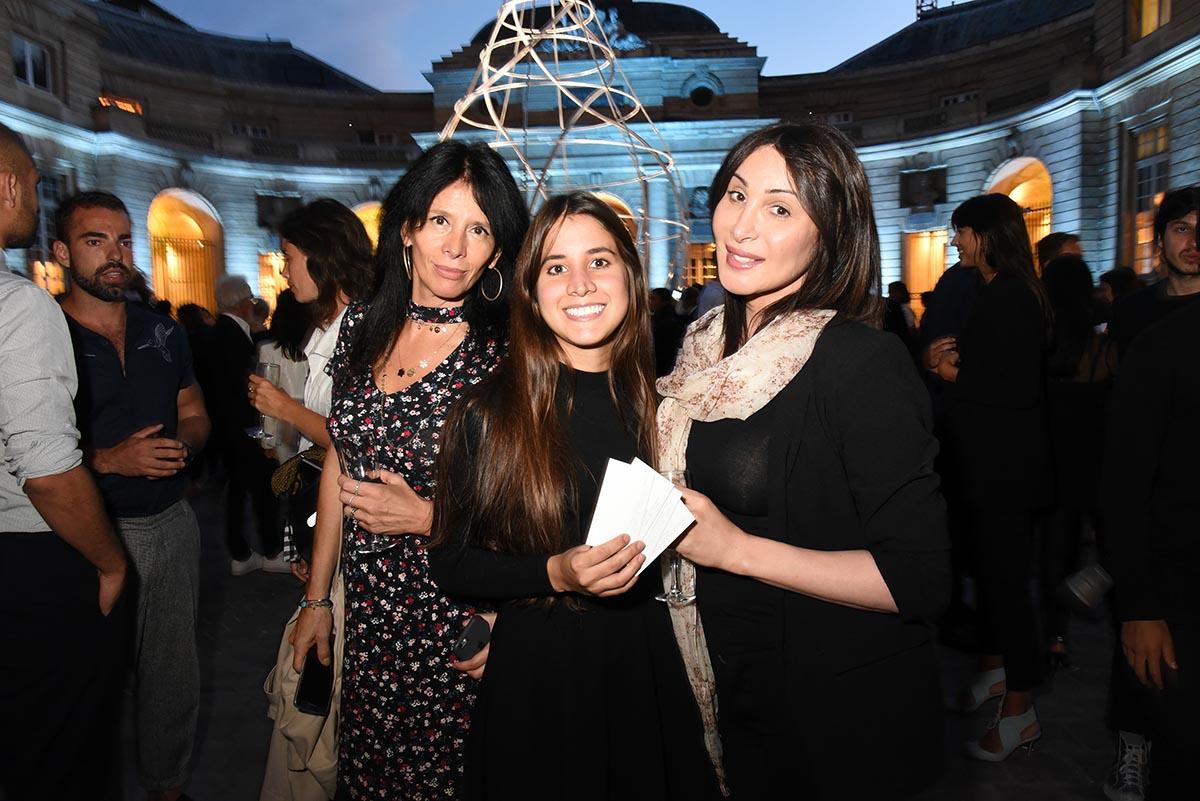 Paula Marassi Natalia Correa et Adriana Foldes cherchent L Open Bar euh A ongles