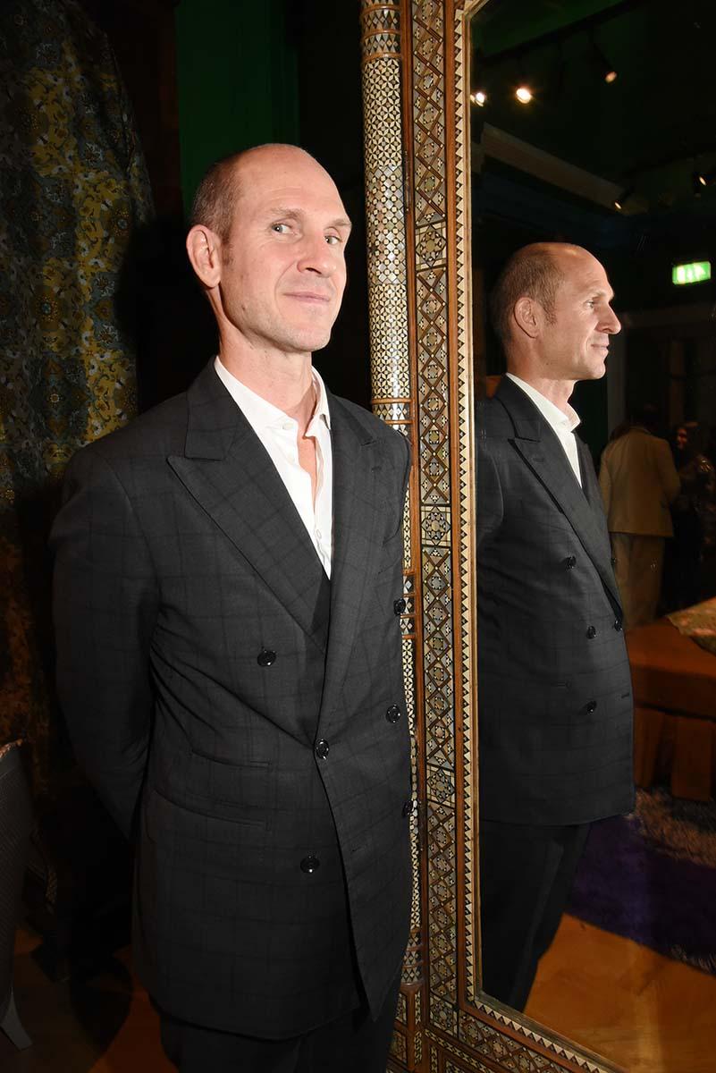 Tristan Auer a habille le Crillon et deshabille Les Bains Douches