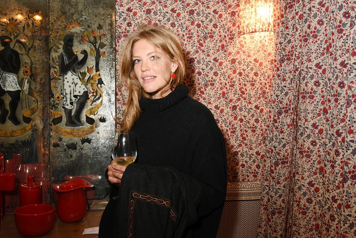 Amy Hilton pas Paris Bimbo mais artiste peintre de Bruxelles