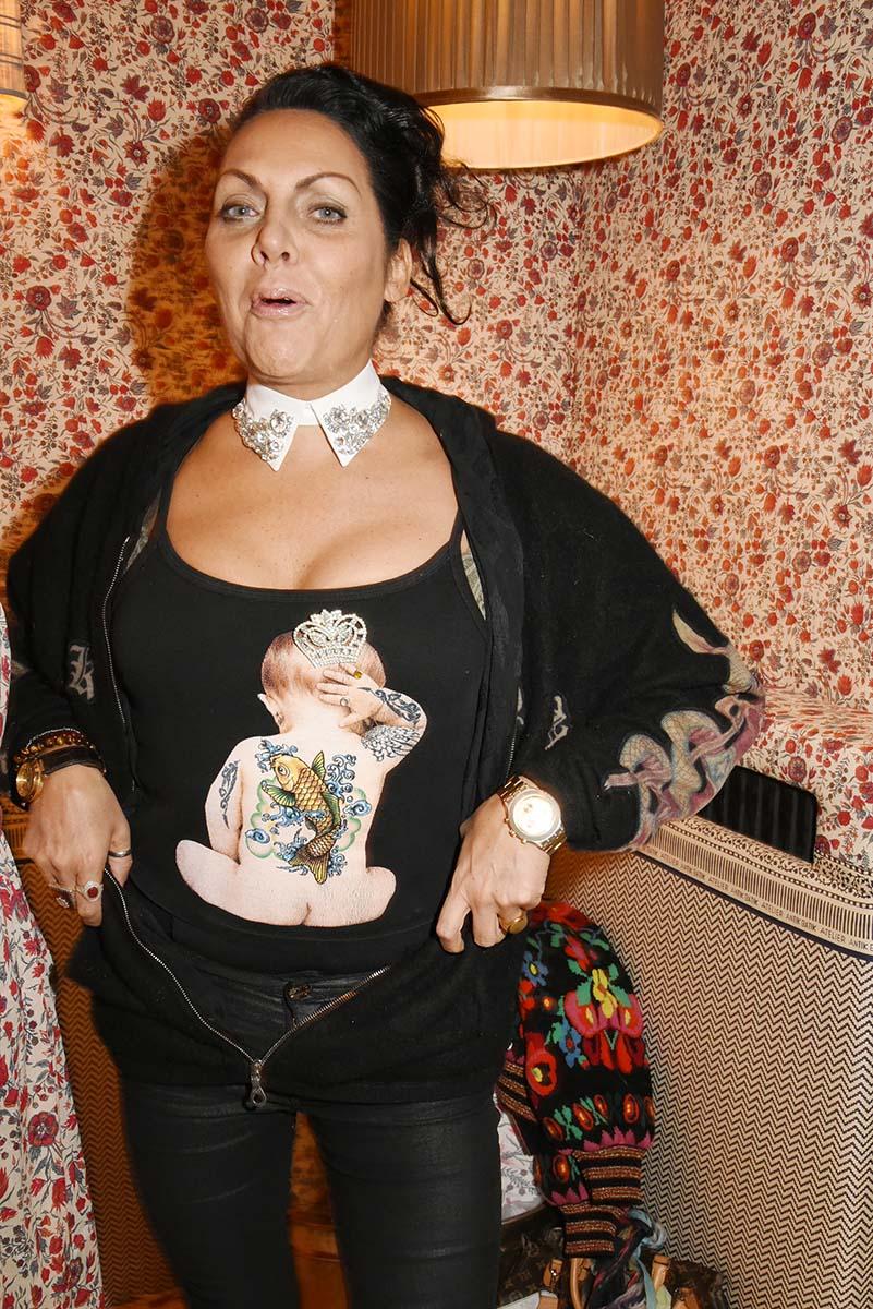 Hermine de Clermont Tonnerre exhibe fierement son Baby Butt