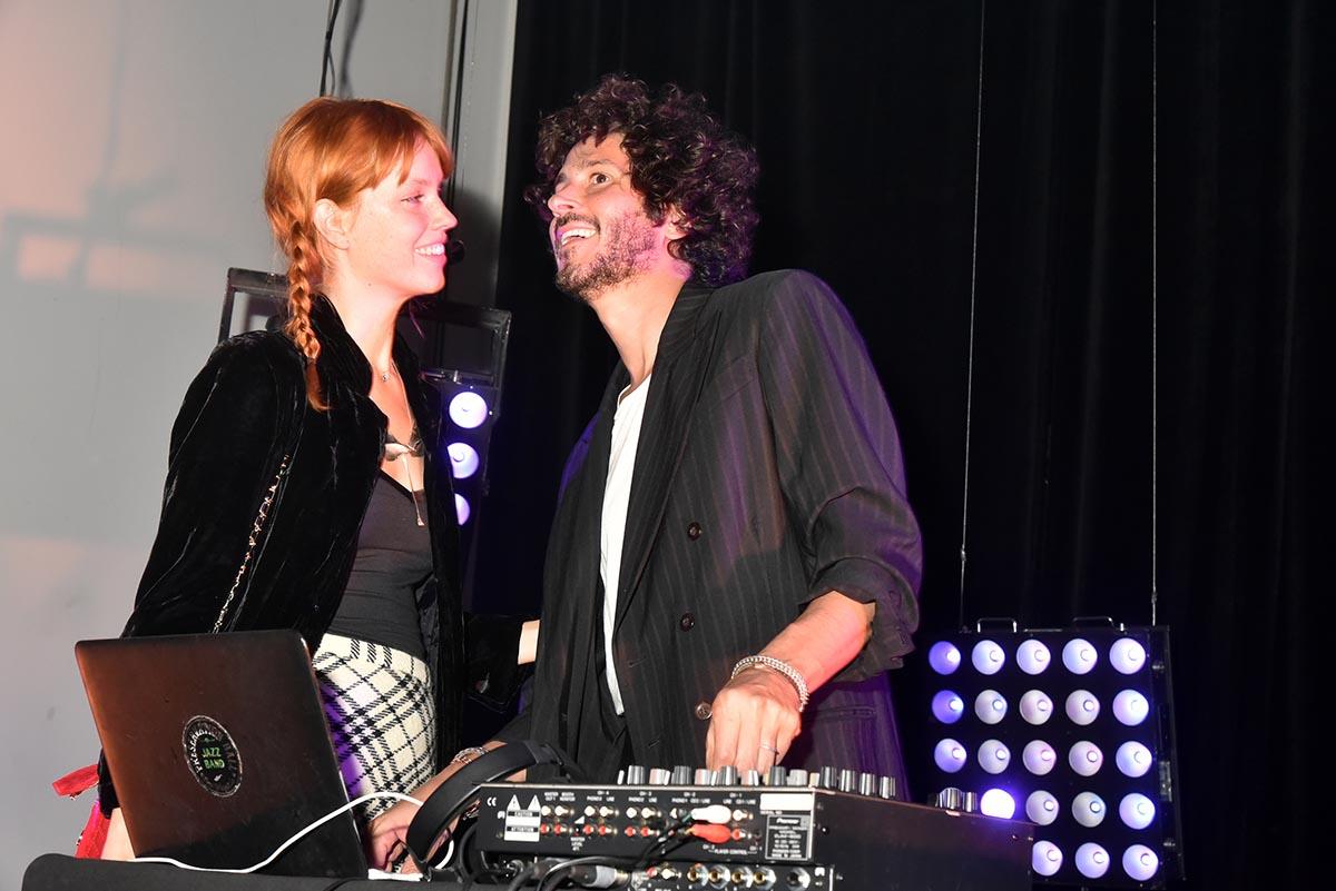 DJ Cosmo Gonik conte slowette a sa dulcinee Julia Johansen