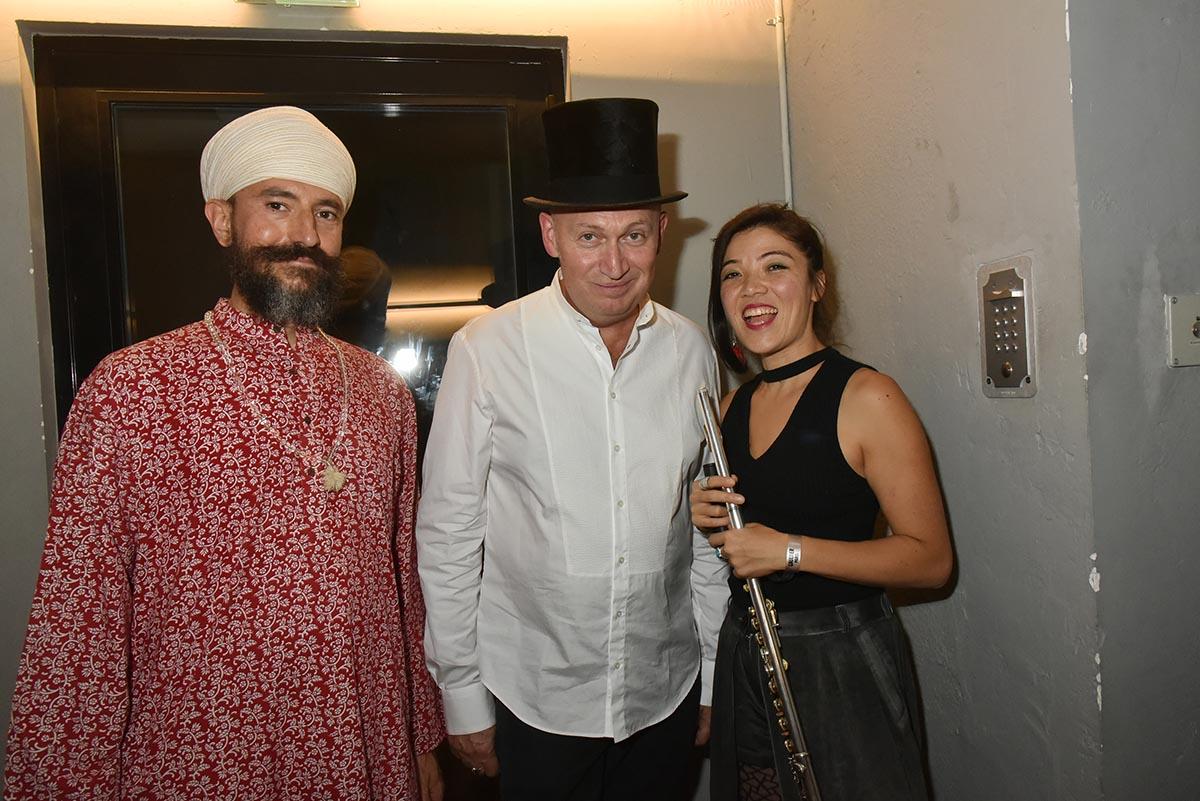 Philippe Cohen Solal et Harjit Singh le fakir et la flutiste de son Haschichins bande