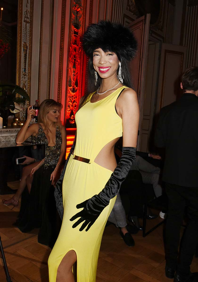 A la Couture Ball Vanessa Modely sirene en sereine serin