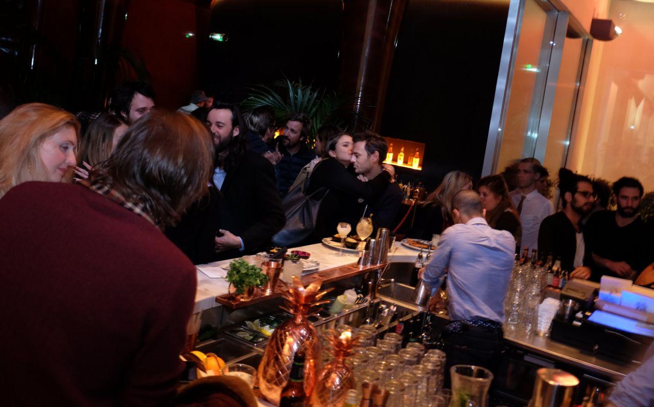 Le bar du resto des Bains tangue sous la basse