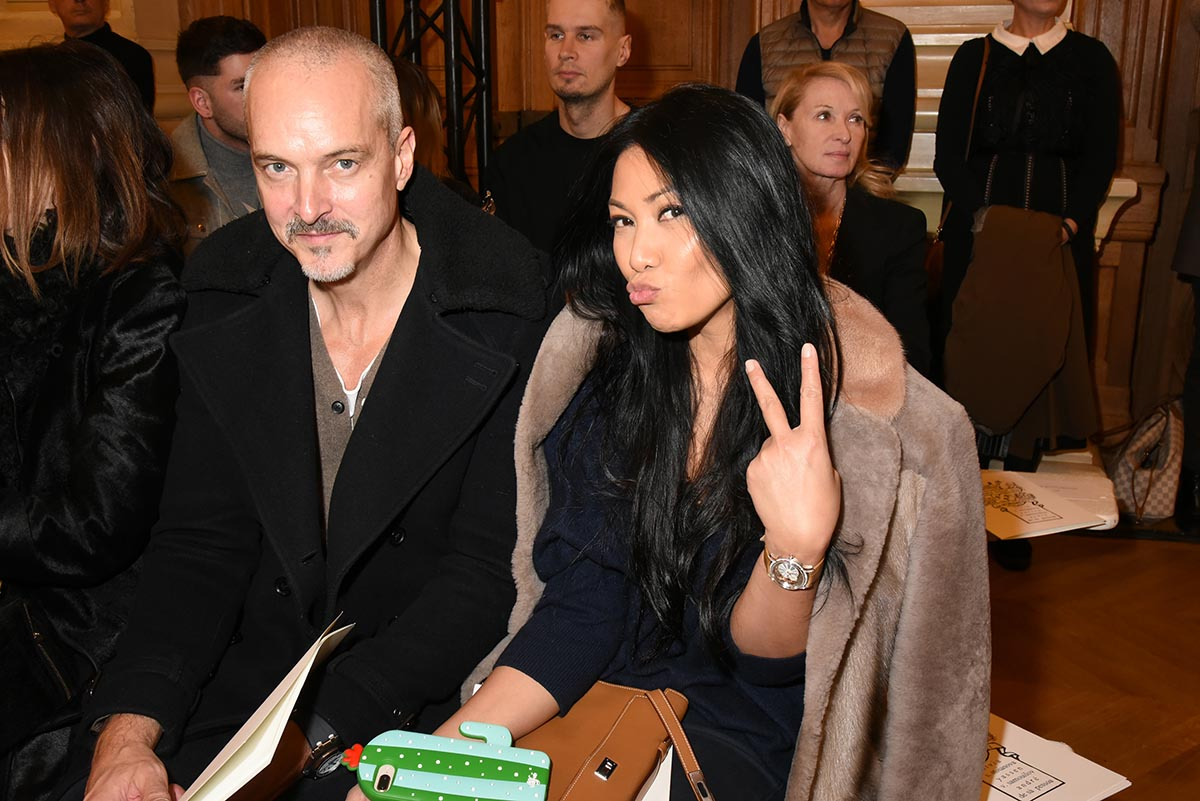 Avec Christian Kretschmar Anggun voudrait un selfie double