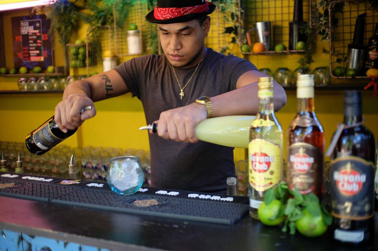 Les cantineros degainent les cocktails  (avec moderation)