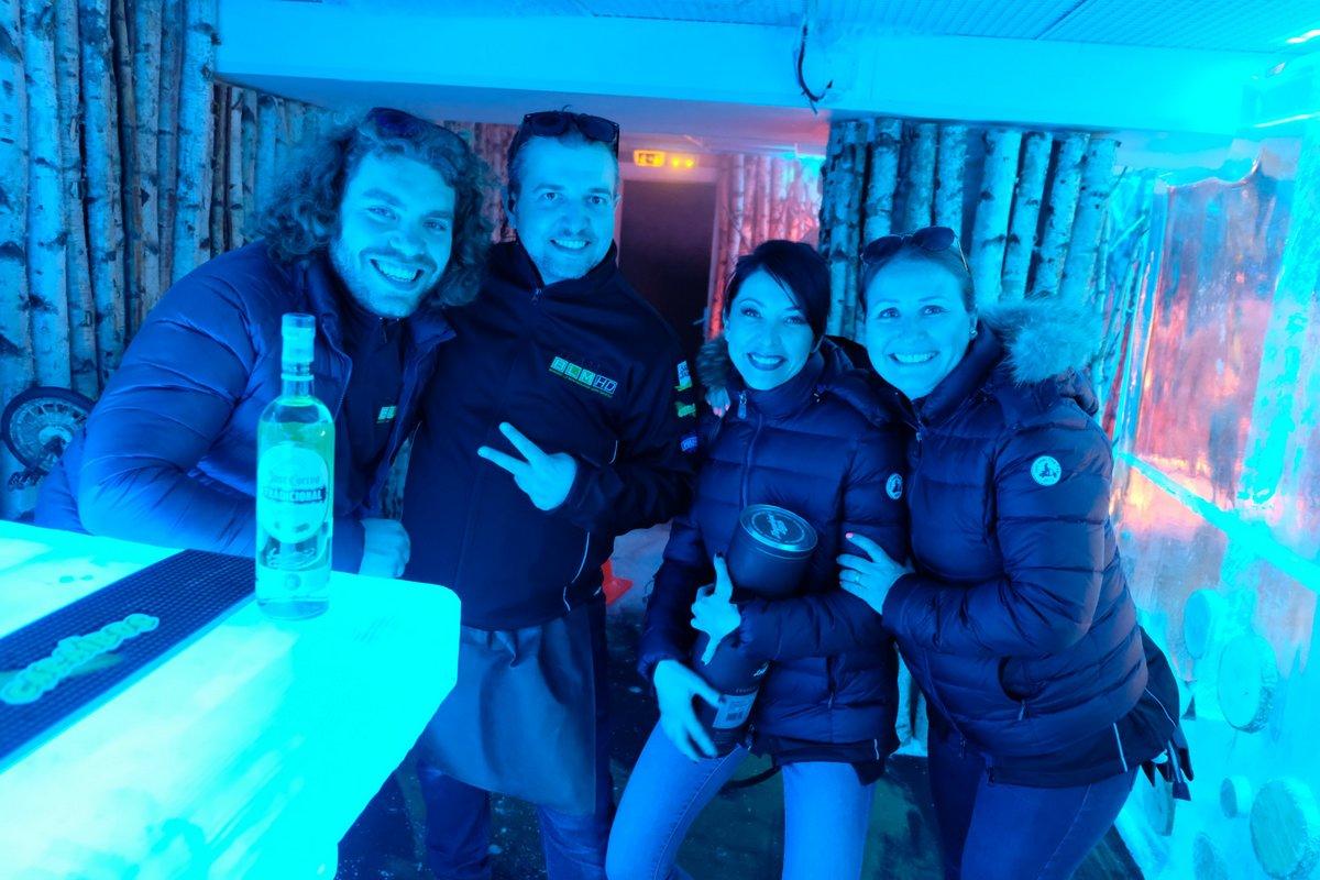 A l'ètage du KUBE, c 'est le bar de Glace CUERVO, la tequila par -17]
