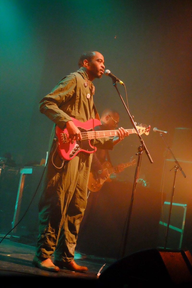 Originaire du Centrafrique, il distille une musique funk et colorée.