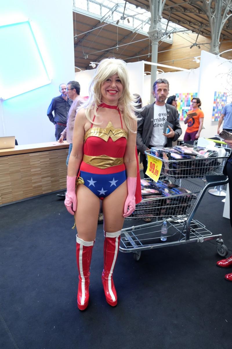 Qui'meiux que Wonder woman peut vous acceuillir a la Yia Fair