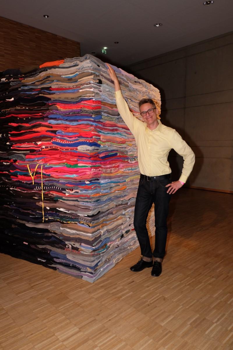 L artiste Dereck Melander et son oeuvre qui sera vendue au benefices de l asso Only the Brave