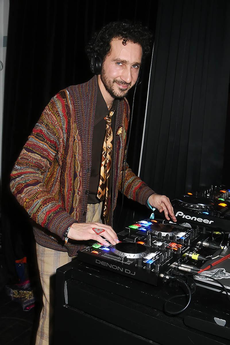 Aux Bains le videaste/DJ Jais Elalouf nous remet un slow de ouf