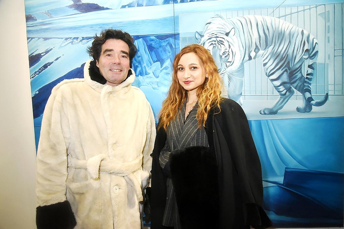 La fondante Marlene Delcambre coincée sur une banquise entre un tigre et un Oursman polaire !