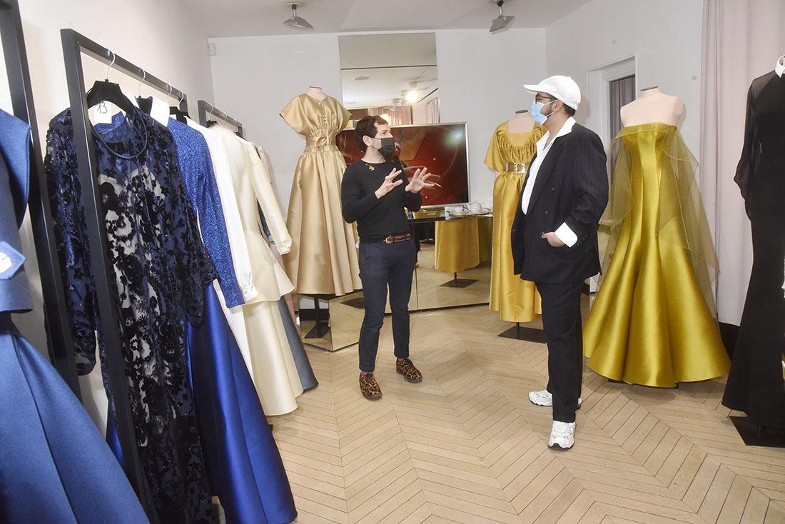 Fashion week Marathon : Dans sa boutique passage Vivienne Alexis Mabille enchaine les interviews