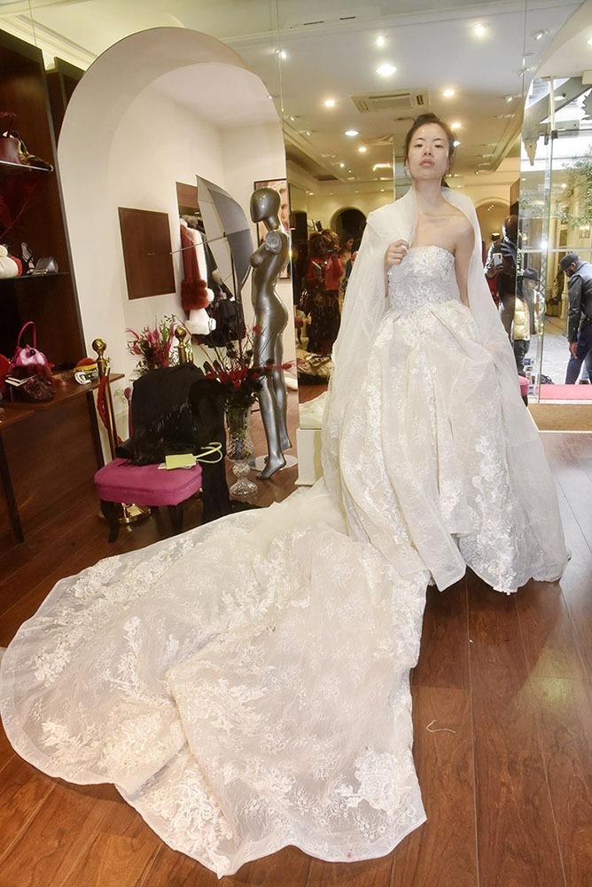 Je n'ai rien contre le mariage en blanc si la mariée est aussi jolie que Sabrina et que la robe est lavable en machine