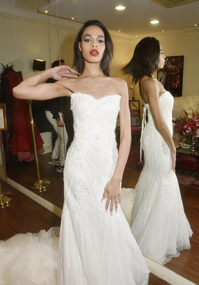 La jolie modele Lindsay en mode prête à Marier