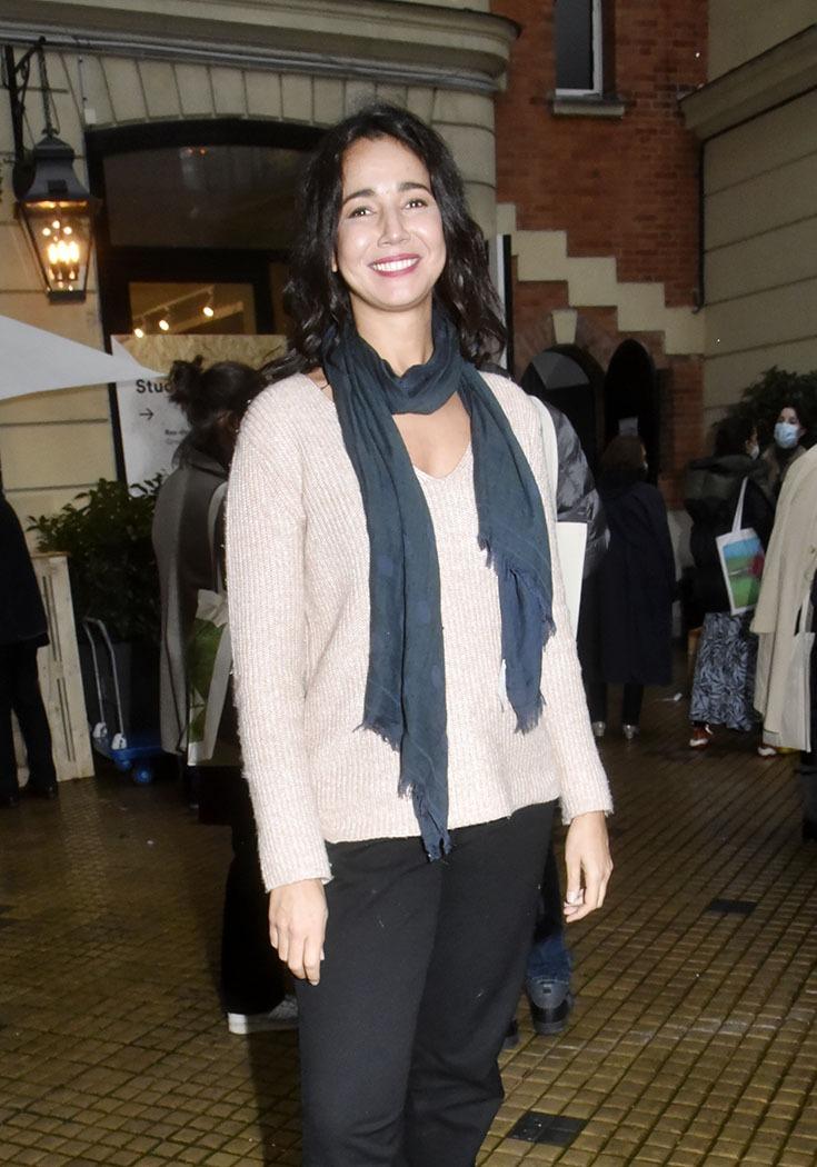 Farrah Bencheikh expose son sourire a Asia Now