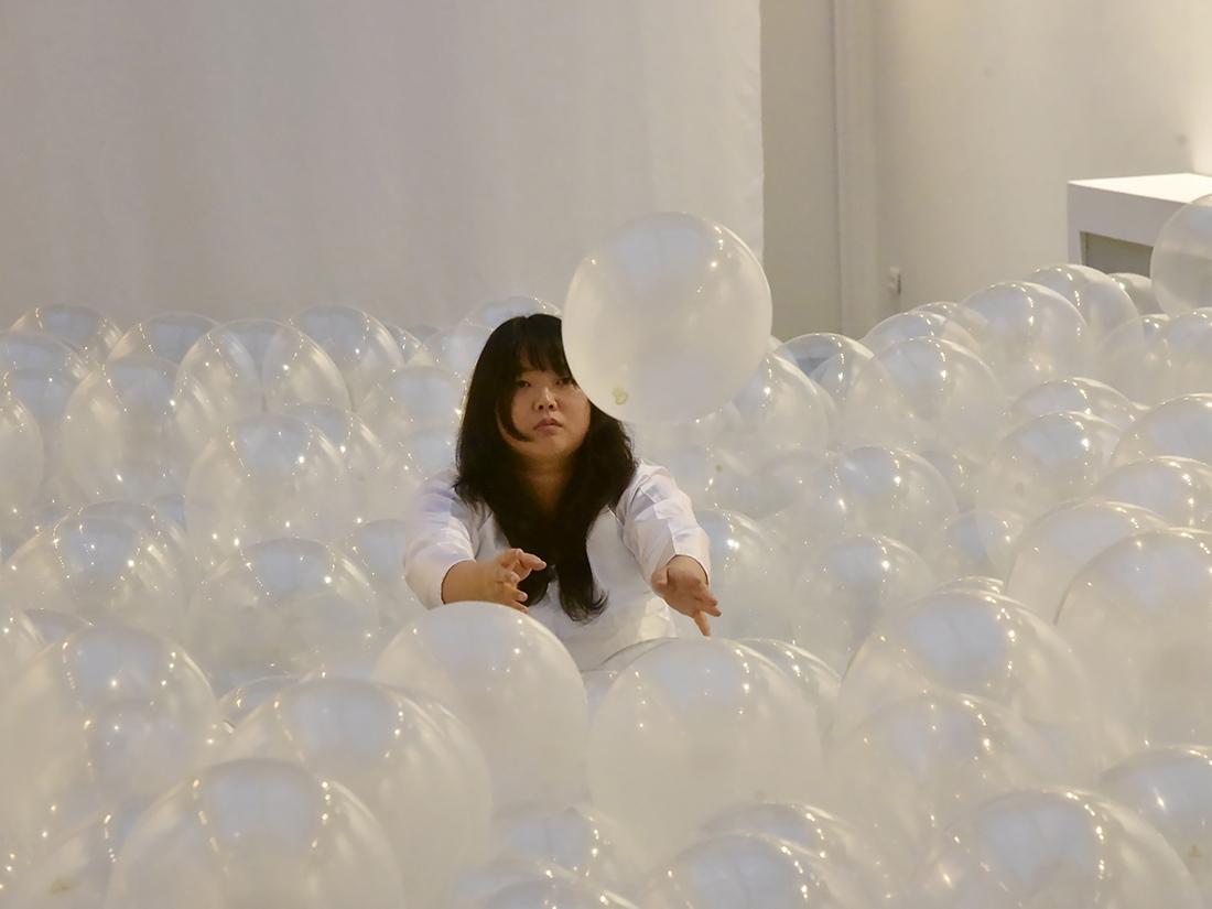 «Mes Souffles» L'artiste performeuse Shoi en plein conciliabule