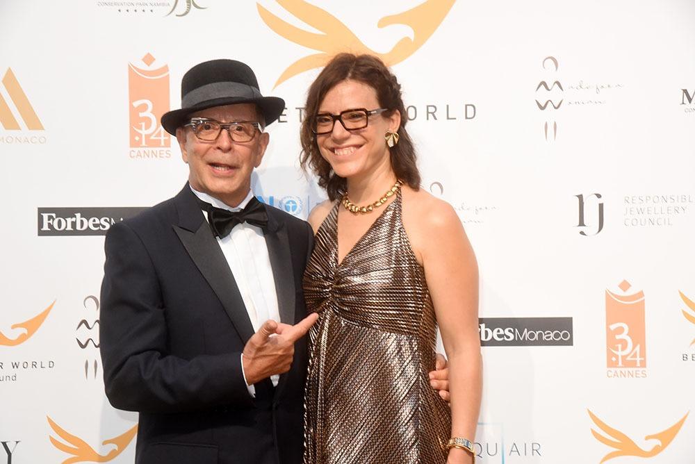 Notre ami real Barry Alexander Brownme présente sa muse à lunettes Verane Pick