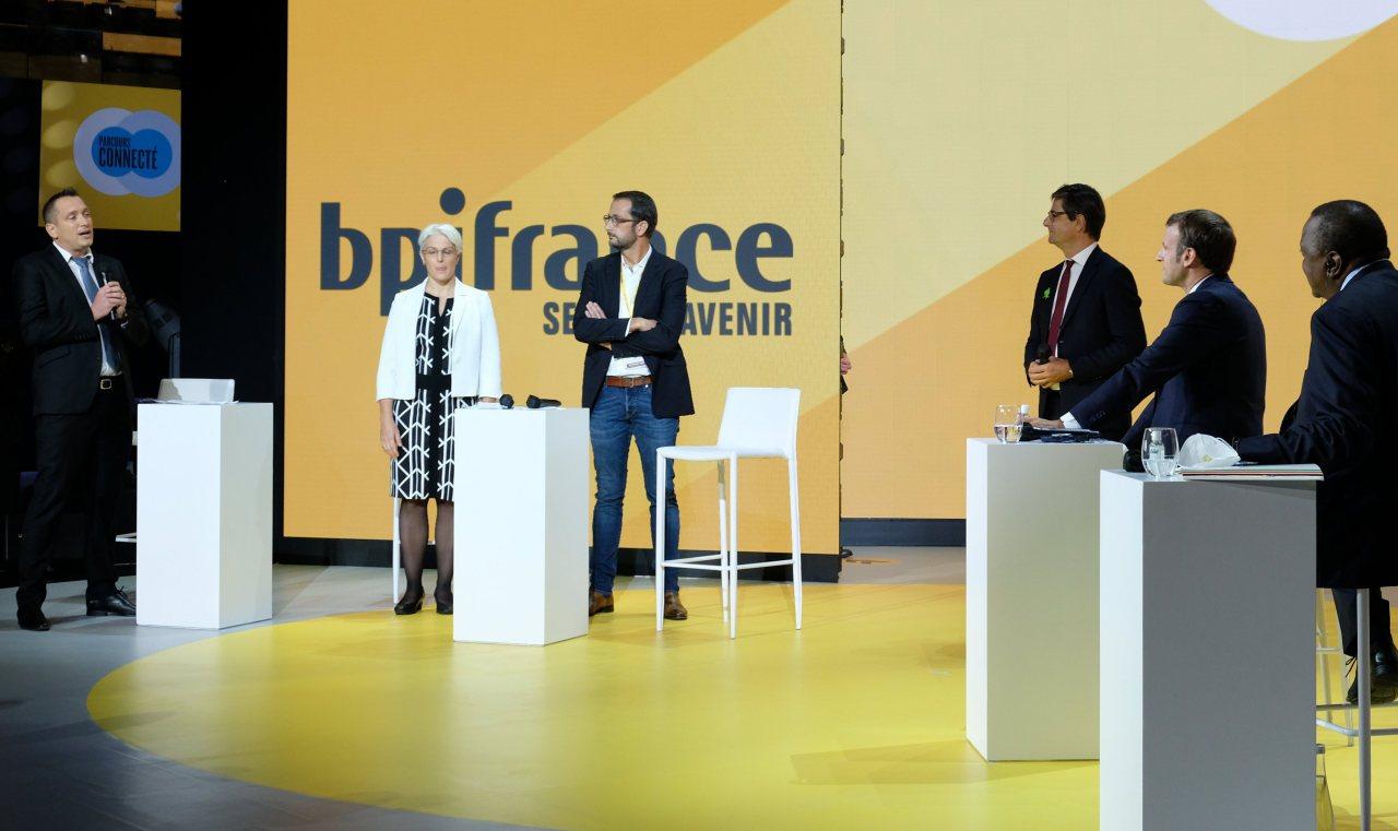 Le président dialogue avec  3 entrepreneurs