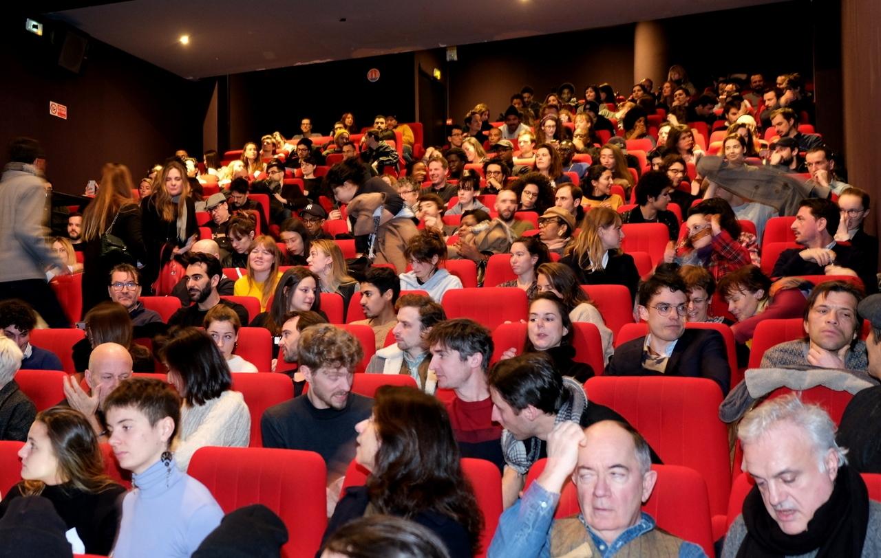 La salle est pleine , bravo aux cinéphiles.