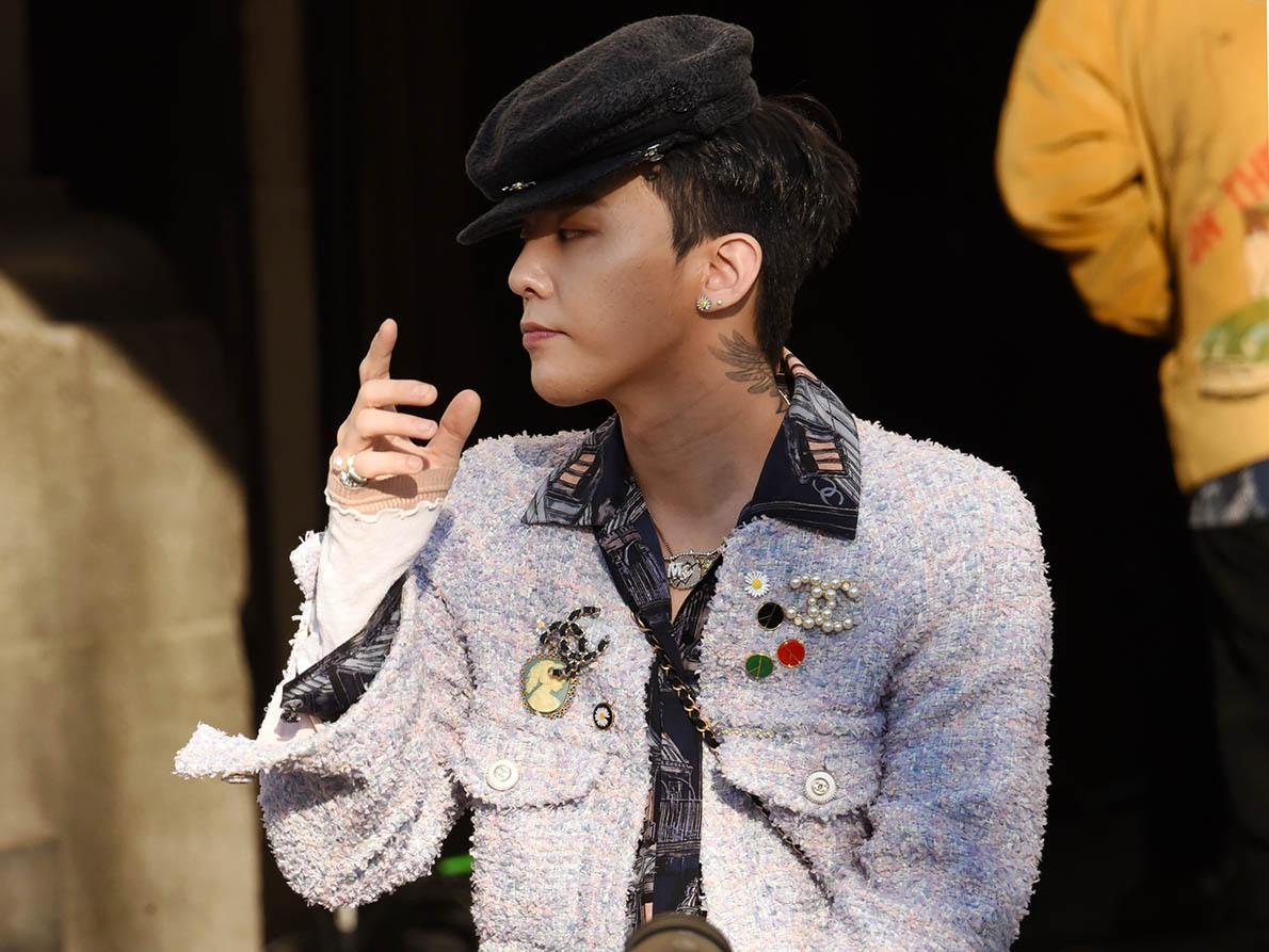 G-Dragon s'est ramassé une casquette genre capitaine Cornio Balèze