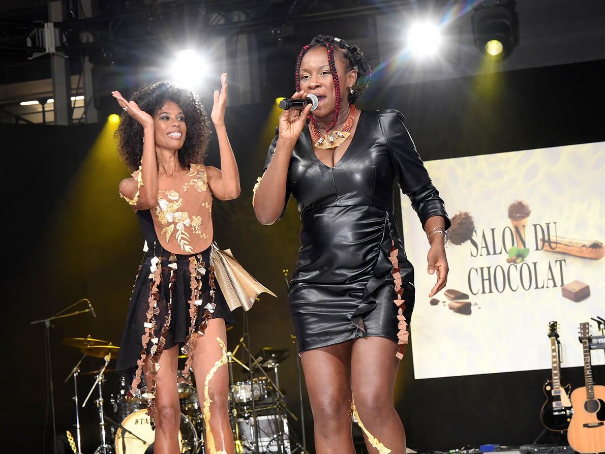 Elisa Tchoungui en choclaudette accompagne une rockeuse tendance Uka Lélé