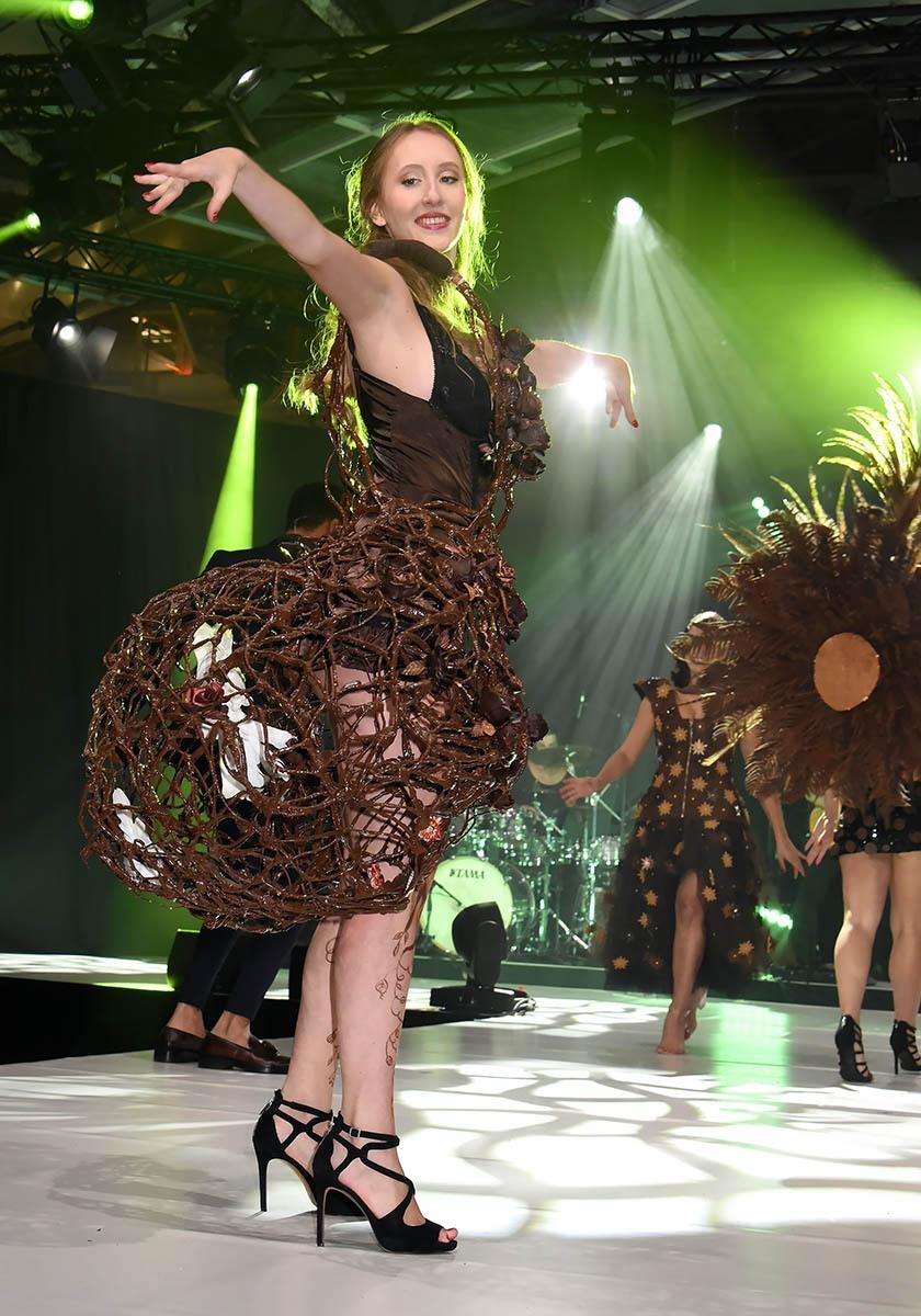 Elle a des ailes au Q grâce à cette robe cage à colombes
