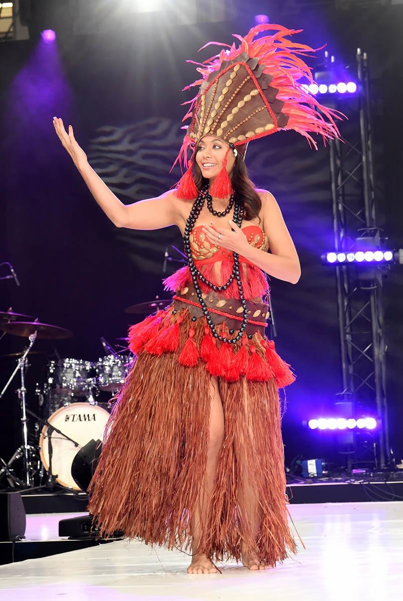 Miss France Vaimalama Chaves danse Le Tamure le fameux Twist Tahitien