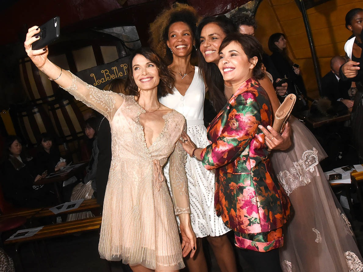 Les filles sont accro aux selfies à Fifilles