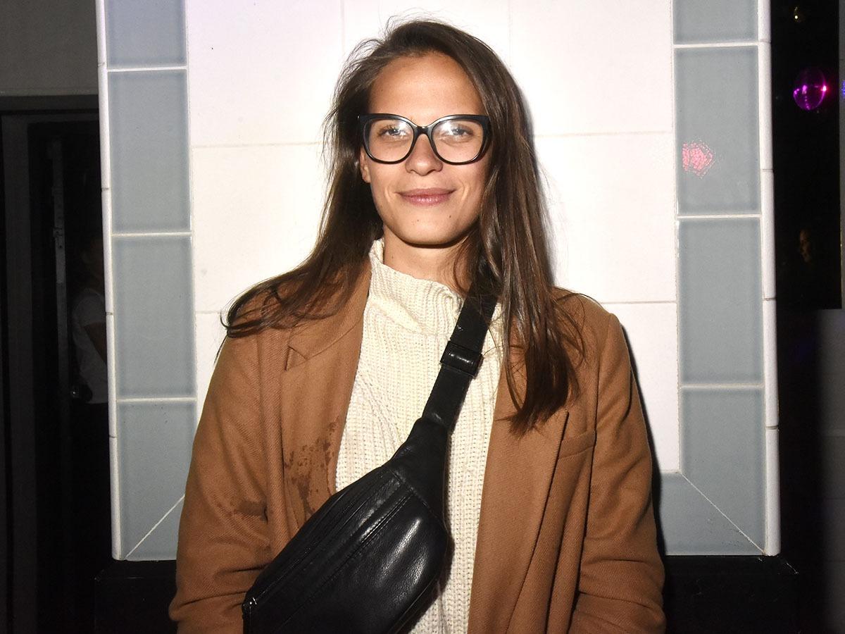 Aux Bains En mode afflelouloute La  DJ Astrid se tient à carreaux