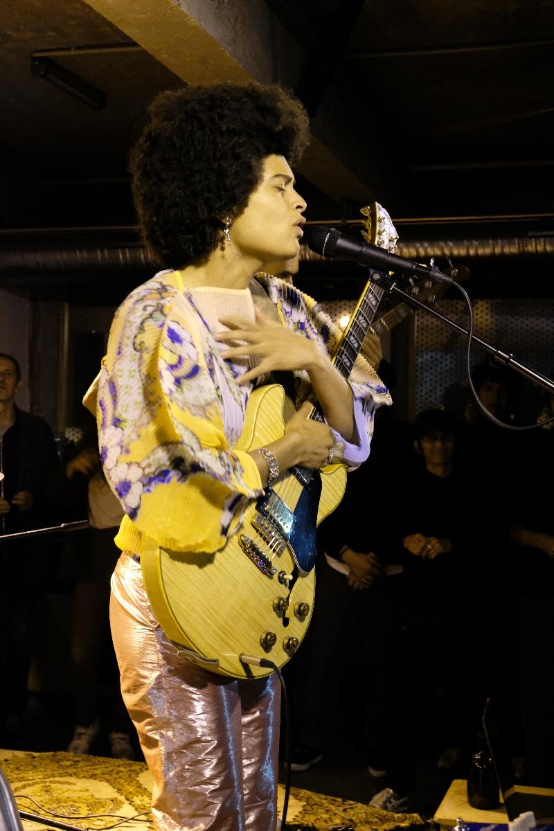 Zoée et sa guitare toute une histoire
