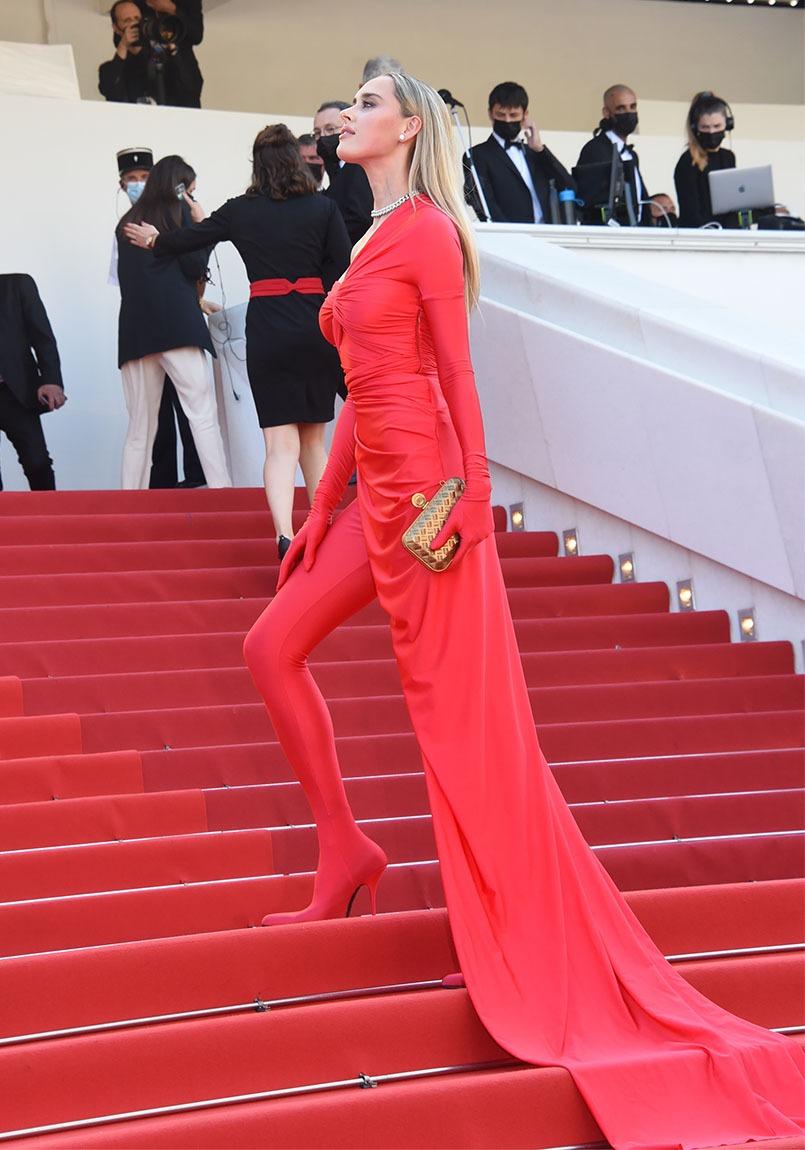 Maline Elle a taillé sa robe dans le red carpet
