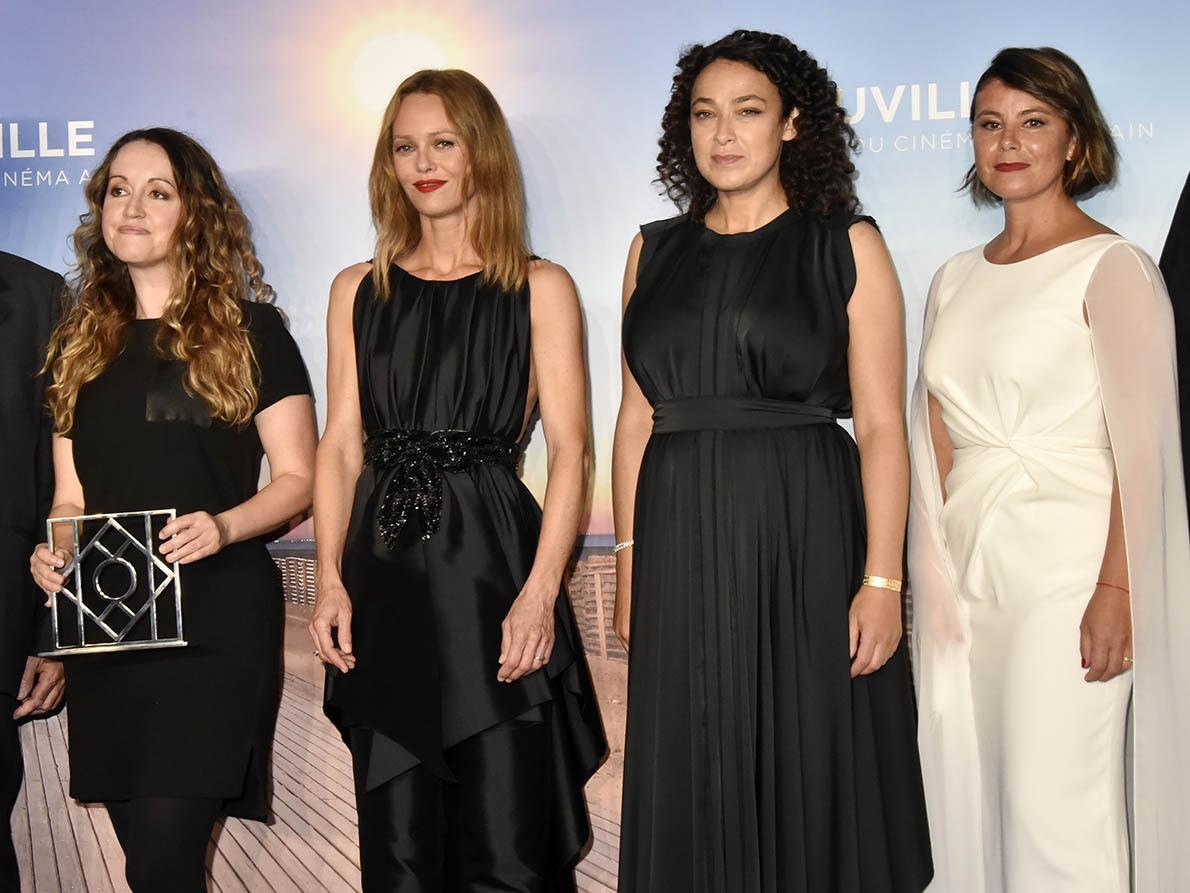 """Vanessa Paradis, Madame la Rabine Delphine Horvilleur, la real de """"Papicha"""" Mounia Meddour ont donné le grand prix à Sabrina Doyle pour son film «Lorelei»"""