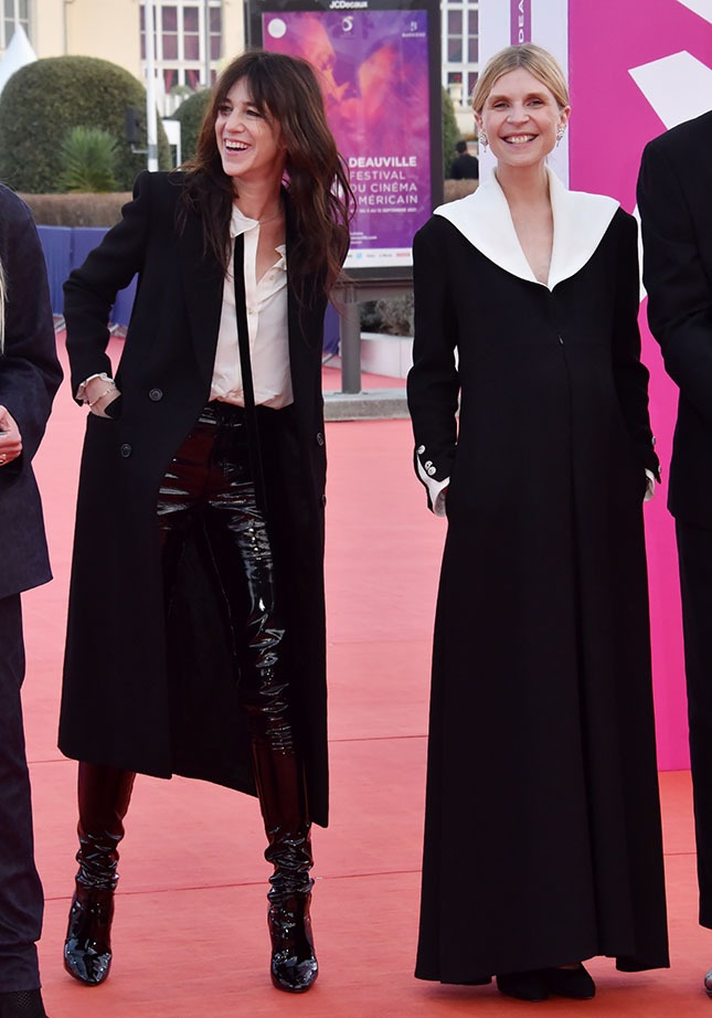 Charlotte en fille de Zorro et Clemence en Soeur Sourire