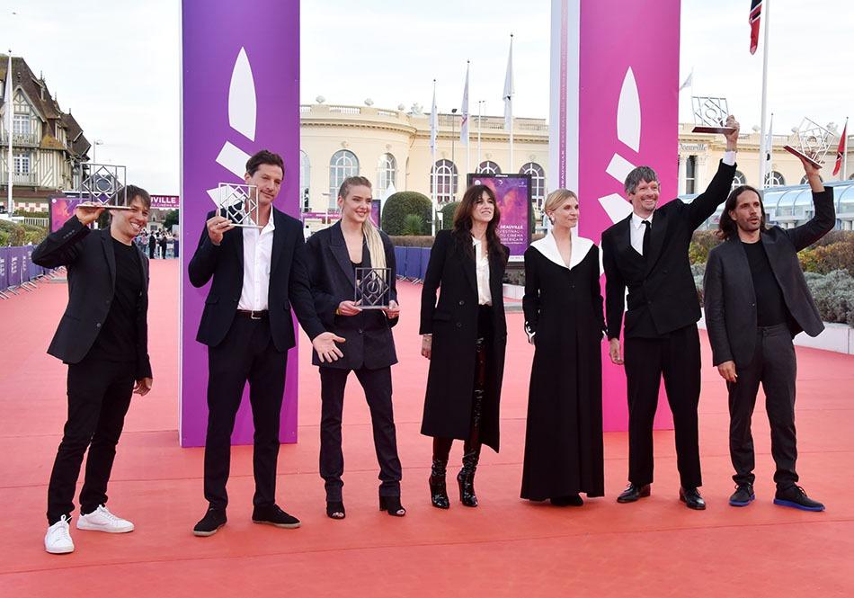 Photo de groupe pour la finale des gagnants et des presidentes des Jurys