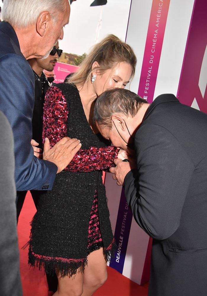 Le Lendemain Pour Flagday Dylan recevra un baise main de Bruno Barde