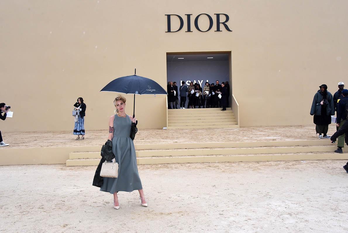 Singing in the rain Il grêle sur Dior: Jadore
