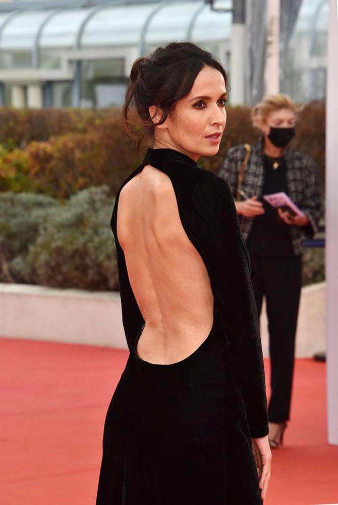 A la bourre pour le Red Carpet Amelle Chahbi a t- elle enfilésa robe a l'envers?