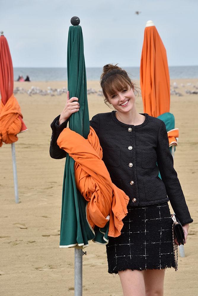Dans l'aprem' Bac a Sable Party avec Renate Reinsve ! C'est elle La Best actrice de Cannes 2021 ! Ici sous le soleil exactement elle Zazoute en Zazie à la plage !!