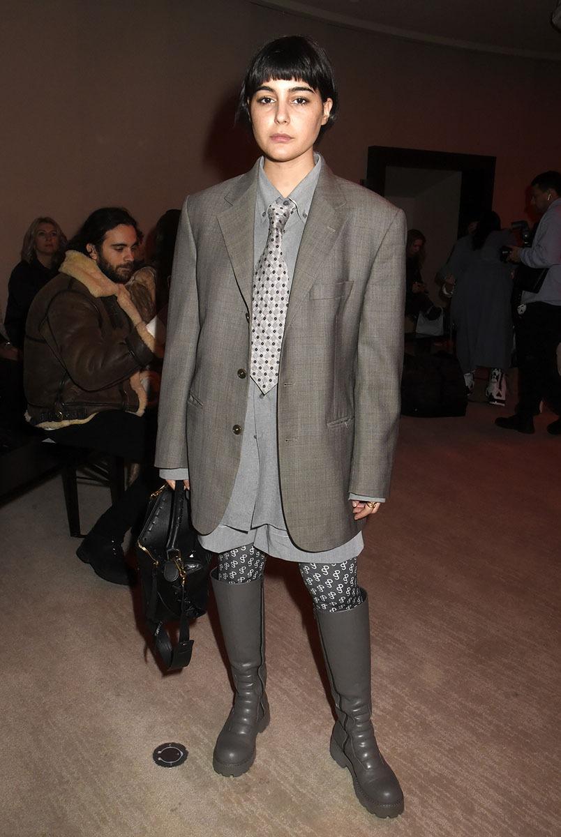 Malgré sa cravate de notaire Maria Bernad est une trendy  influenceuse