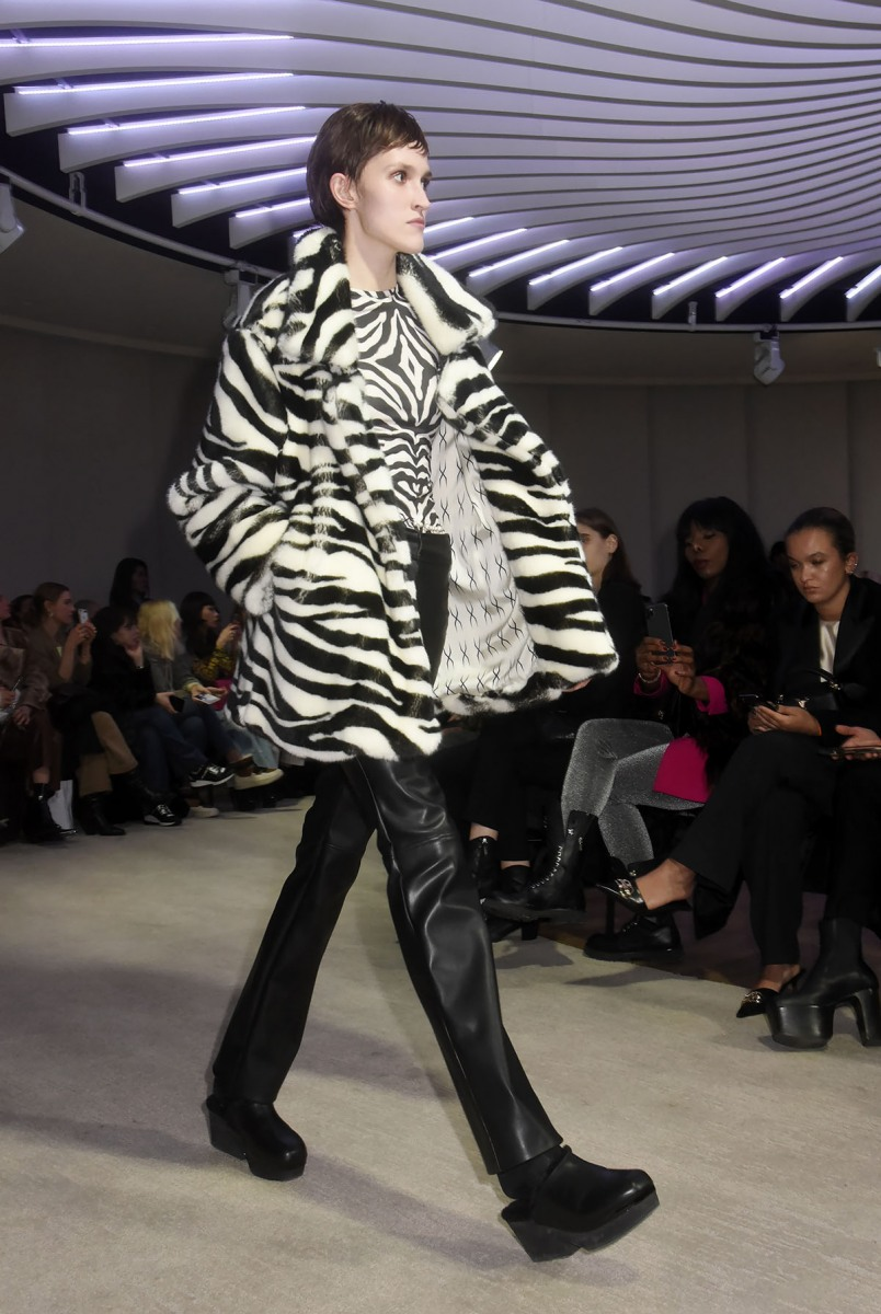 Un model fait son zebre