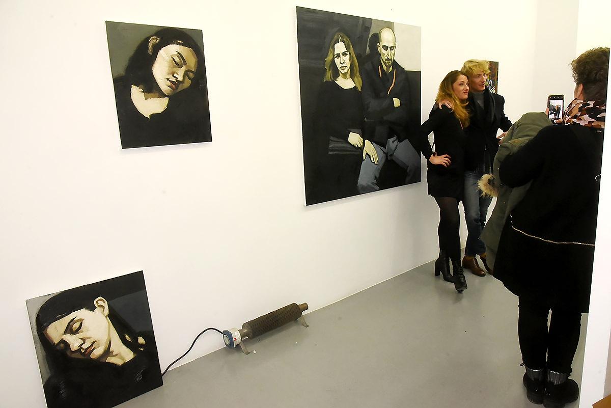 Ambiance avec les beaux tableaux de Maxime Biou