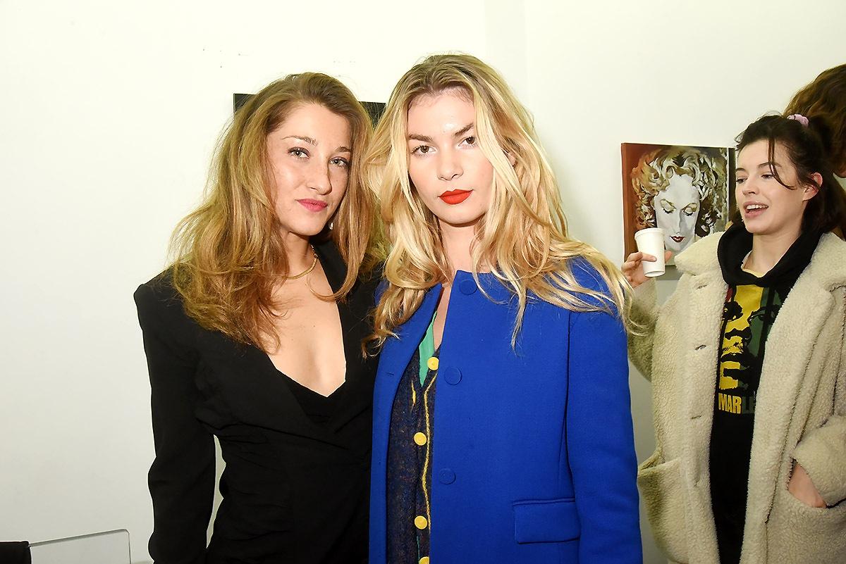 Gabrielle Bourgois Pandit and la modèle Maité Lefebvre dans le Carré irréductibles des jolies blondes à balayage