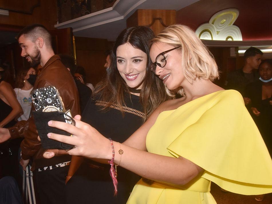 Allez un ptit selfie avec Vanessa Guide ! Instagram pic et pic et colingram !!