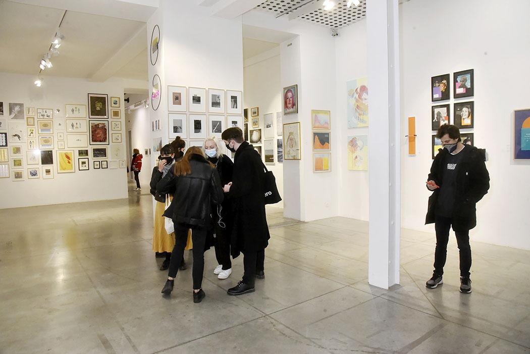 Ambiance pendant expo de Noel à La Galerie Bertrand Grimont