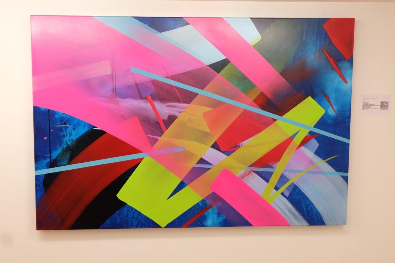 Le travail de Mad C est coloré et rythmé sans tomber dans une géometrie .